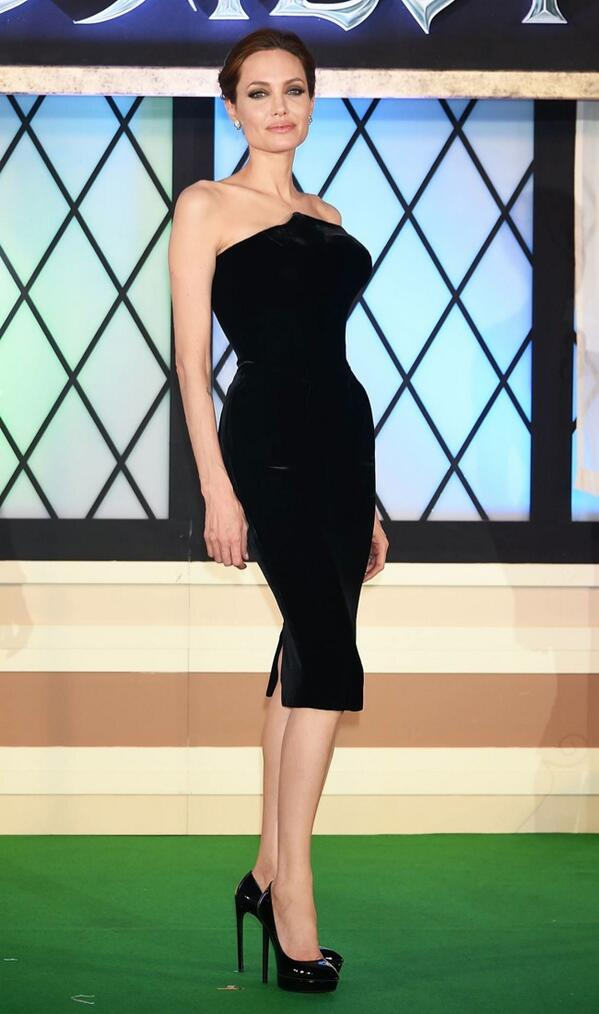 Angelina Jolie Shows Off Figure in Atelier Versace Dress at #maleficent Premiere http://t.co/WN9WM03o7n http://t.co/kGW9qEko98