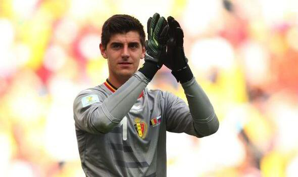 Bq1RKtlIYAAXVJ1 Thibaut Courtois doesnt appear on Chelsea website 1st team players page, AS think he may return to Atletico
