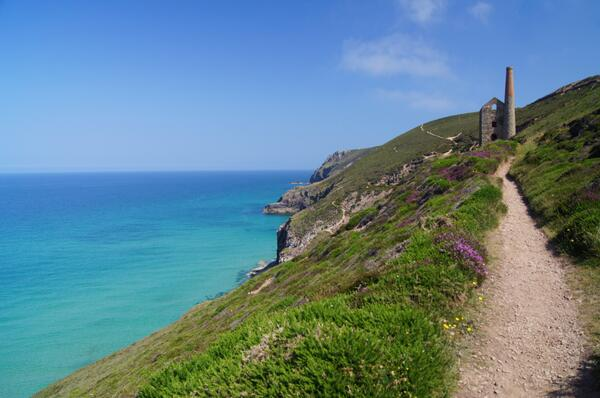"""@Cornwall_Coast: Stunning day on the coastal path, looking good for tomorrow : ) #Cornwall http://t.co/6ASbEKHY9h"""
