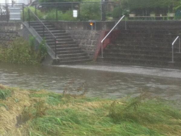 大和市にも大雨洪水警報が出て、気になって引地川に行っ�... http://t.co/bUMGkc9DjJ http://t.co/Xzgu0kdlcw