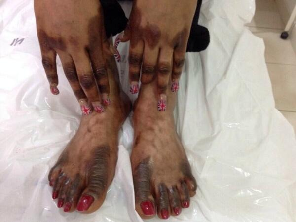 """Hell no!! Arghh """"@flavoberry: Wtf!!!!RT @geokaycee: These hands and feet definately belong to a Yoruba woman ... http://t.co/P81tki8KMX"""""""
