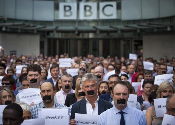 Journalists around the world protest Egypt's verdict against Al Jazeera journalists  http://t.co/8cxxomsUoT http://t.co/ZHYzruevIe