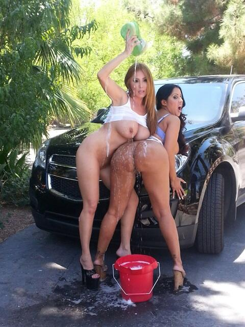 Getting wet n wild wild @Kianna_Dior for @Brazzers http://t.co/PhyzPMjVry