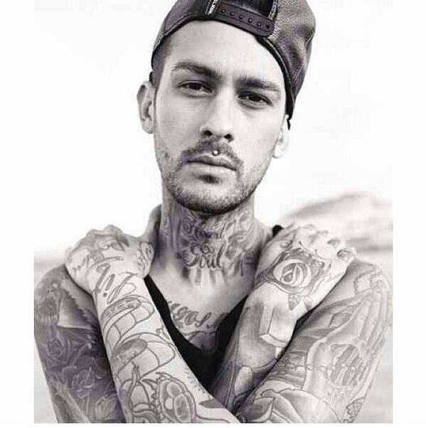 RT @SquiddyTyleer: Why is Mike Fuentes so attractive?😍 http://t.co/danZW0EVD3