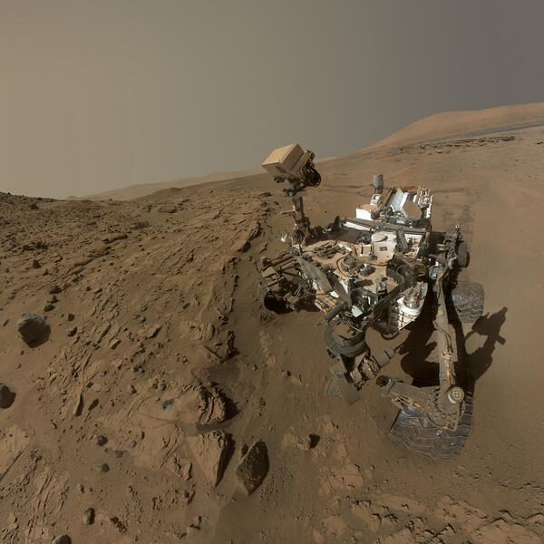 After 687 Earth days, Mars curiosity rover has spent 1 Martian year there & to celebrate took this awesome selfie http://t.co/dqUGFtU1uG