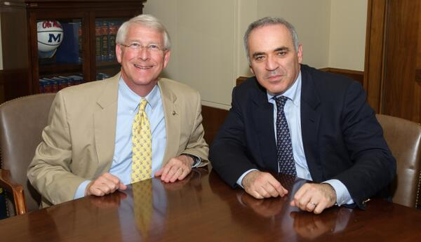 I support my friend @Kasparov63 and his campaign to be the president of @Fide_chess. http://t.co/vTgocUrYvz