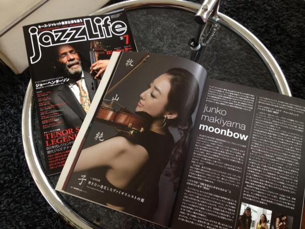 4年半ぶりのアルバム「月虹」をリリースしてから1週間。 プロモーションで大阪、名古屋と巡り怒涛の日々を過ごしておりました(笑)写真はアルバムについてのインタビューを載せていただいたJazz LifeとJazz Japan。見てみて〜! http://t.co/XdmmXZ1jEm