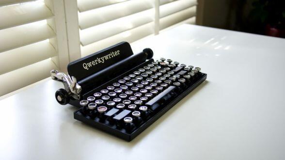 機械式タイプライター風キーボード「Qwertywriter」がKickstarterにて資金を募集しています。ビンテージな外見にグッとくる人も多いのではないでしょうか。 http://t.co/VgdZ22gZ5E http://t.co/7o7bcv3g43