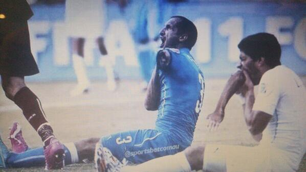 So have they banned #Suarez yet.  Producers of The Walking Dead wanna know if they can put him in season 5 http://t.co/osmUxFXkAq