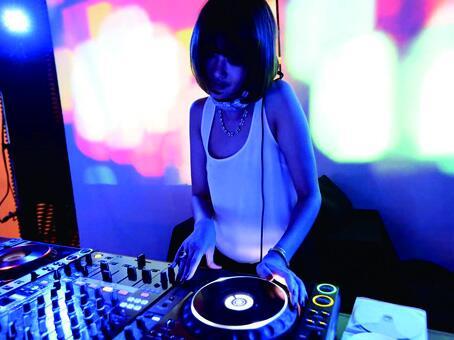 【DJスケジュール】  6/14(土) DJ TIME 19:00~  DJ HICO @djhico /WAXXXRUB @RubMotherFucker  http://t.co/Fy5Oxm78LZ http://t.co/DLTlBuD9OT