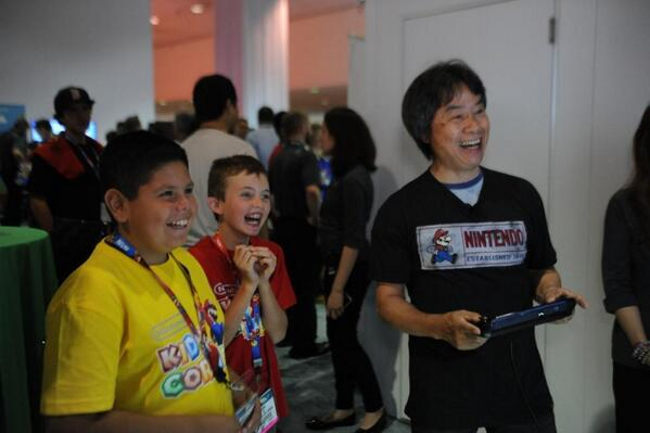 This photo of Miyamoto showing kids how to make Mario levels is superb http://t.co/z8bIoUctnZ