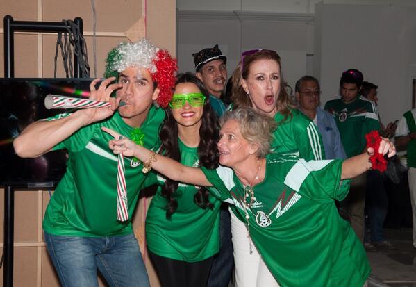@MaiteOficial y @DanArenas celebraron la victoria de la Selección Mexicana a lo grande en el foro de #LaGata http://t.co/DwBi0VQjgX