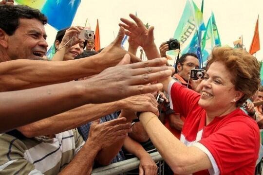 #DilmaTeAmamos Com a força do povo #DilmaDeNovo! http://t.co/TIq5b39GtA