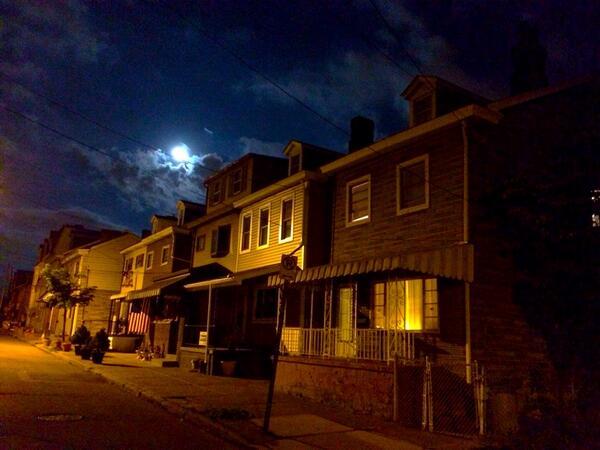 Full moon over Bloomfield. http://t.co/s3XQkbGFr2