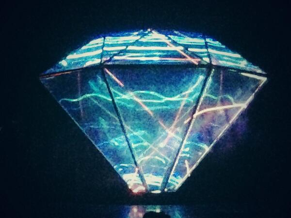 MTV  VMAJ 2014 オープニング ray 初音ミク presented by BUMP OF CHICKEN 東市篤憲が、クリプトン開発チームとダイヤモンドホログラフィックシステム 。企画、開発、映像演出しております。 http://t.co/MhE7A5OQsa