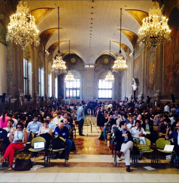 Sala piena! Si comincia #renafestival #cambiamento http://t.co/0XUN4EKaxC