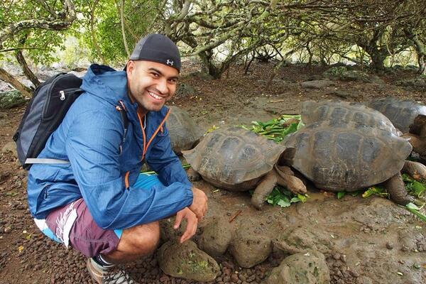 Feeding time, nom nom nom #galapagos #ecuador http://t.co/yN615uijJT