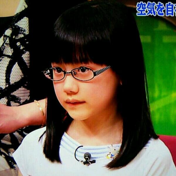 芦田愛菜 眼鏡姿1