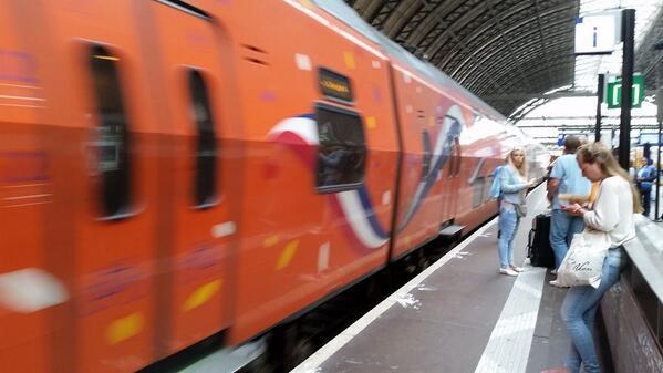 Zelfs de trein heeft koorts http://t.co/IkWC4VL3wv