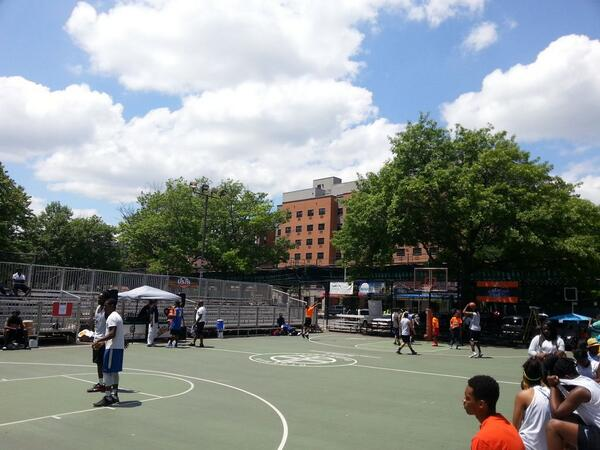 Clear skies in Dyckman. Opening day is here. #WhereElseWouldYouWannaBe #dyckmanbasketball http://t.co/I0KPLYsmwD