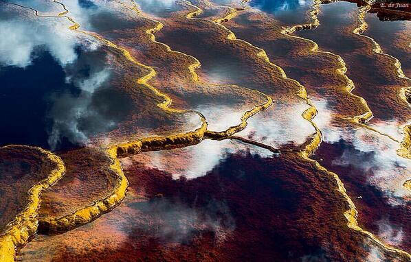 "Surreal! ""@velvetescape: Wow! ""@DerickPauls: Unreal picture... http://t.co/0XHnWCczpr"""""