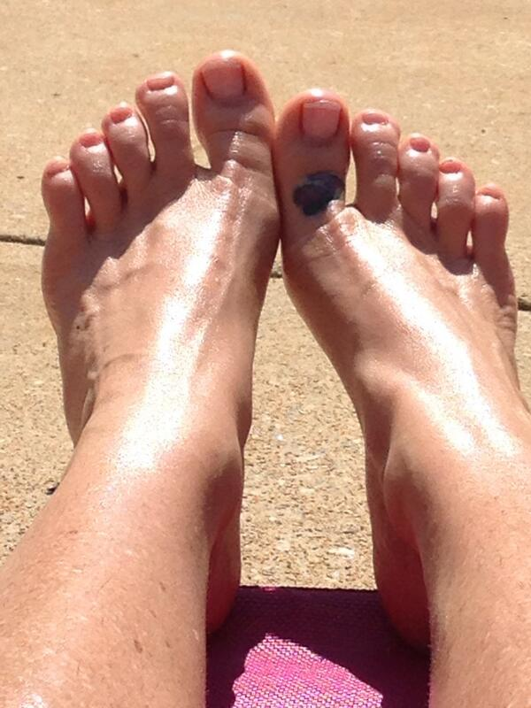 Buddah (@BuddahSC2): Warm sun on my soles... Here's to all my feet lovers :) http://t.co/5EEZcmm5UU