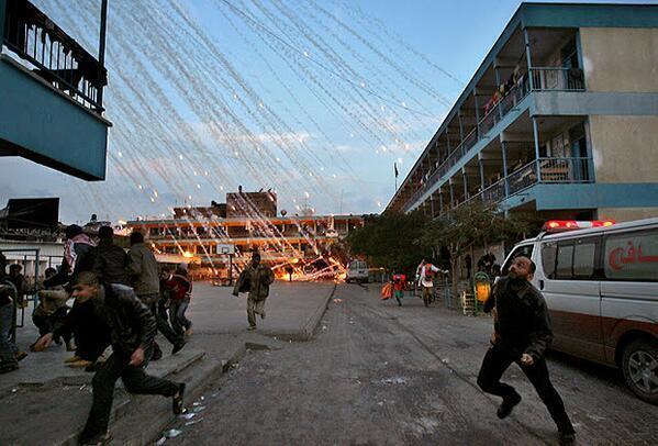 RT @HistoriaPhotos: Foto de la caída de misiles en Palestina. http://t.co/R4iMnqNrXX