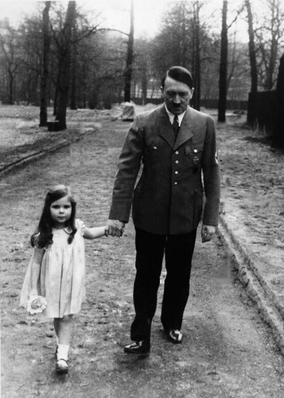Adolf Hitler on a walk with Helga Goebbels, 1936 http://t.co/d2KCEQKxKY