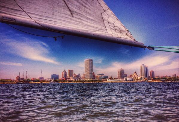 Seeing #Milwaukee from the water offers a whole new perspective on this amazing American city. #MKE #HitAltSite http://t.co/QHoj1nXv25