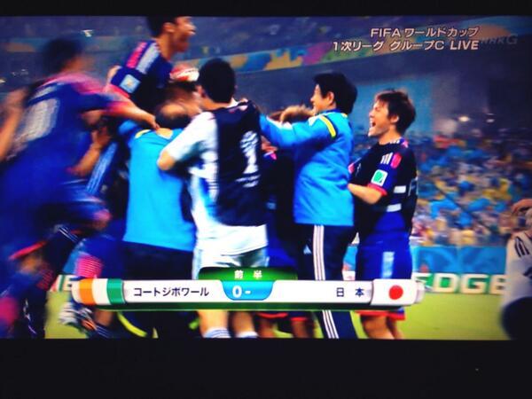 本田 ヽ(`・ω´・)θ☆シュート ≡〇  ┏┓ 日本ゴール!*\(^o^)/* http://t.co/JfEjltqWnu