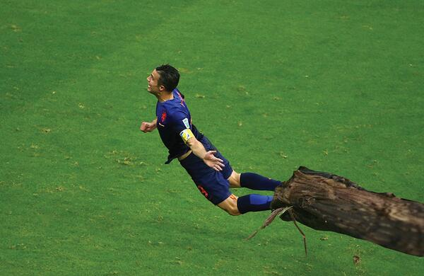 """@SBNationSoccer: OH NO THE MOTHRA GOT RVP HELP http://t.co/cf2hAouFPn"" I'm dead. This is making me wail!"