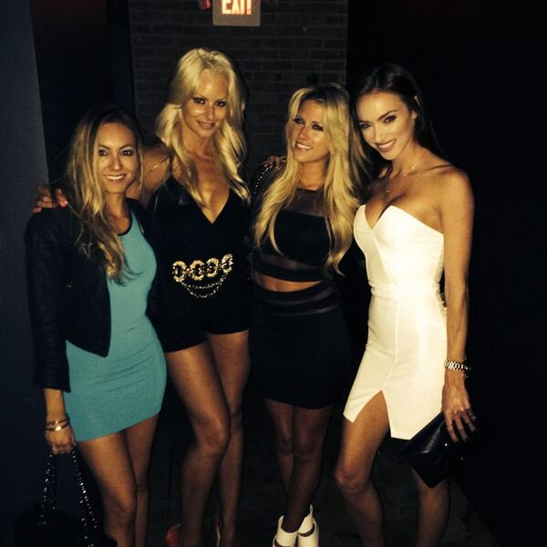 Vegas precursor! @TheBarbieBlank @maryse0uellet @H_H_hippo http://t.co/hkoGpqYMs9