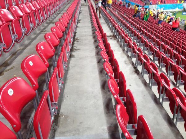 スタジアムを来た時よりもきれいにして帰る日本人サポーターが誇らしいです。  #daihyo http://t.co/hk8E28cN8Q