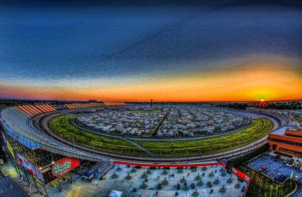 Rise and shine! The wait is over! It's race day! #QL400 http://t.co/LO7qf4NGPA