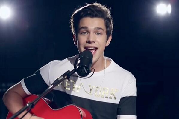 Watch US teen idol @AustinMahone perform his first ever acoustic set on the Sunday Sessions: http://t.co/TNqa9F7JsV http://t.co/J681FErstM
