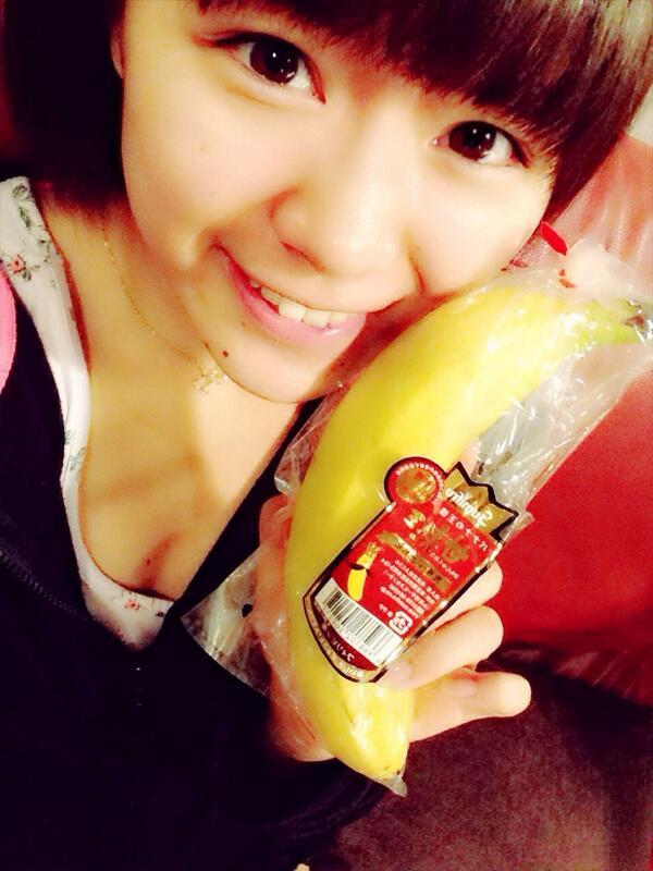 甘熟王を食べてもらえて嬉しいのじゃ!@suzuranchan1208 スタッフさんに「すずらーん!」って呼ばれてスタッフさんのところに行ってみたらバナナをくれた。笑山内鈴蘭=バナナだんだん定着してきてる。正直、、、すっごい嬉しい!♡ http://t.co/RVeeSAiMns