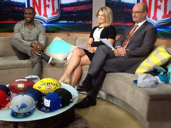 Here's Reggie Bush on Sunrise! @nfl http://t.co/qfqhsVUMC8