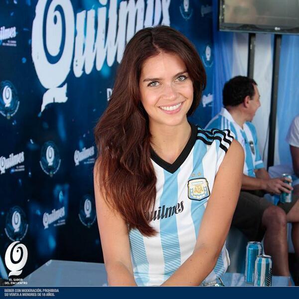Hace tres meses que anda diciendo que el Mundial lo iba a ver por Telecentro. Está en Brasil. Nos mintió, chicos... http://t.co/DHPBkaCW6k