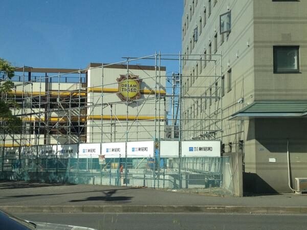 【速報】タリーズコーヒーが君津駅北口にオープン!グランパークホテルの隣に建設中の建物はタリーズコーヒー君津駅前店のようです! http://t.co/hbVBiCa7r4