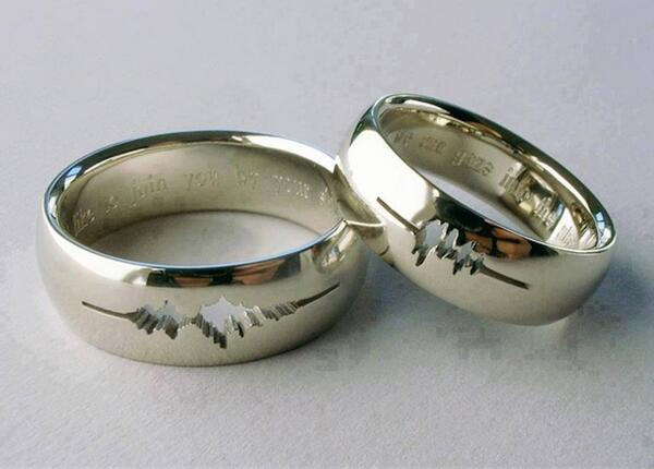 """A couple had their wedding rings engraved with a waveform of their own voices saying """"I do."""" http://t.co/puaMbMNKYN"""