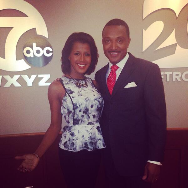 Your new 10pm News Team on TV 20! And awaaay we go! @Malcolmwxyz @wxyzdetroit #Backchannel http://t.co/fxhOITFGkS