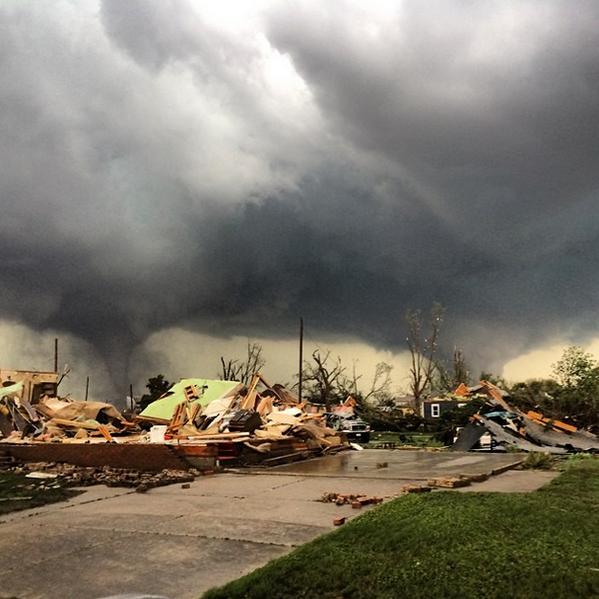 It's bad in Pilger, Nebraska…photo taken by @reedtimmerTVN: http://t.co/FpbrG2xay7 http://t.co/F2gpn9aKdu