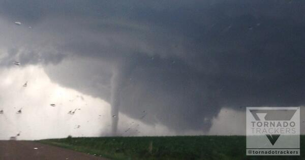 Andrea Butera (@AndreaButera): MT @tornadotrackers Satellite tornado circling around main tornado! Very dangerous, violent tornado near Pender, NE! http://t.co/j7Kj2I1TQ6