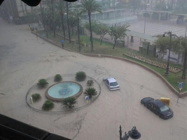 Una fuerte tormenta inunda calles en Molina http://t.co/zGISzJpzxL http://t.co/9XTmxSBpFz