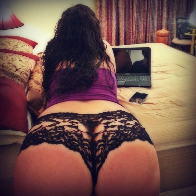RT MEANWHILE in Selena Stars Room 》》》 http://t.co/oPVSRboCFt