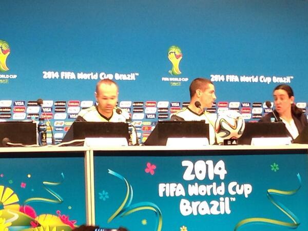RT @Sainz_Jorge: @Torres y @andresiniesta8 en rueda de prensa en #Maracana #Mundial2014 @AP_Deportes http://t.co/Den7hZ7u7N