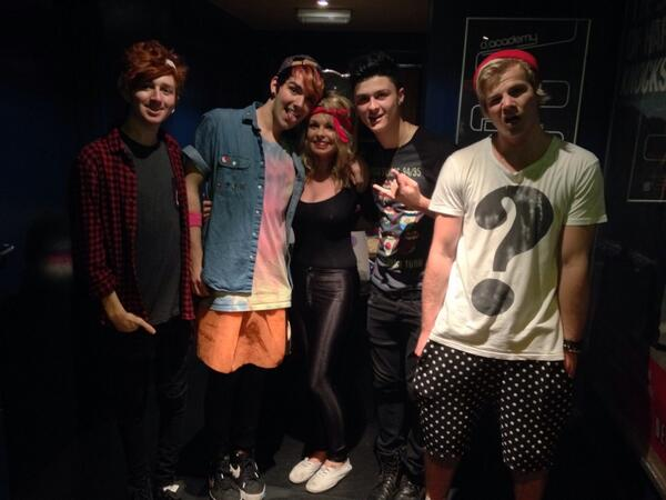 @HWoodEnding @HollywoodCamB @HollywoodChrisB @HollywoodDanny @HollywoodTyler Good time girl?! :) http://t.co/X0Tka6gySk