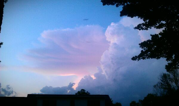 Storms to the north over my house as they leave Middlefield. #ohwx http://t.co/3ln16q5XEi