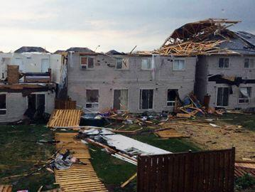 Possible tornado touchdown in #Angus , homes damaged http://t.co/UcboKz2xPA #Barrie http://t.co/QzJdYvBxIu