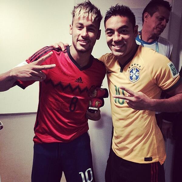 RT @_Valentina70: RT @Historia_Azul: Neymar junto a un CRACK #CruzAzul http://t.co/Lrx7EOK58T